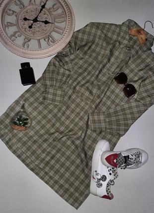 Платье-рубашка свободного кроя в клетку с разрезом по бокам oversize