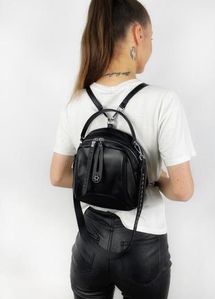 Женский небольшой кожаный рюкзак с подвеской  polina&eiterou черный