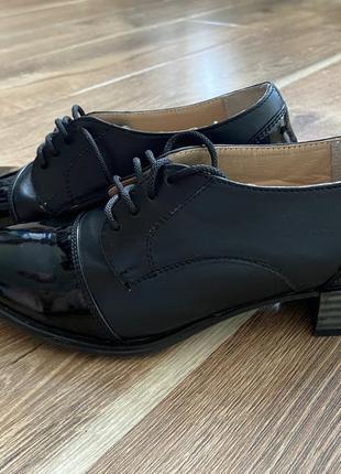 Кожаные ботинки броги