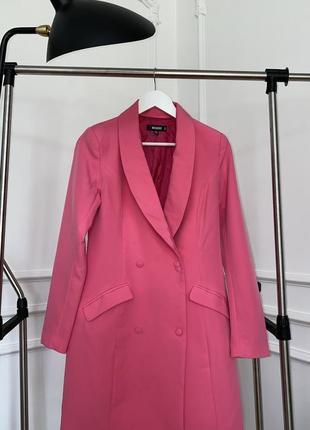 Малиновый пиджак-платье