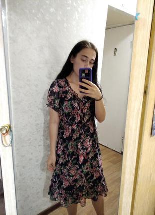 Красивое платье в цветочный принт винтаж
