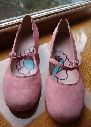 Туфли розовые натуральный замш р 39 clarks низкий каблук