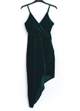 Восхитительное бархатное темно-зеленое платье с ассиметричным низом