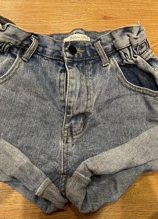 Крутые джинсовые шорты с высокой посадкой и отворотами