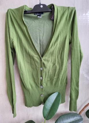 Трендовый кардиган зеленого цвета от mango