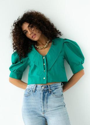 Блуза укороченная с рукавами - фонариками и отложным воротником.