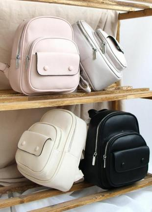 Компактный рюкзак на заклепках