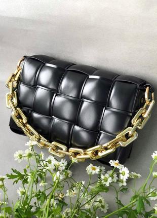 Сумка боттега с цепью в чёрном и в белом цвете эко кожа
