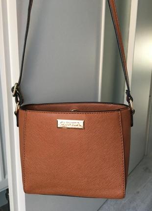 Фирменная сумочка carvela