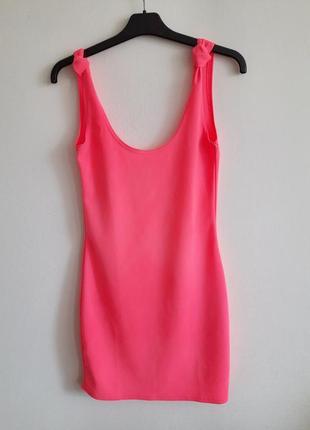 Неоновое платье кислотного цвета
