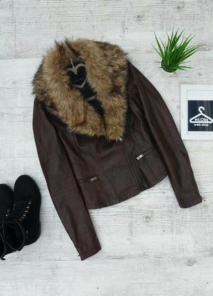 Трендова куртка-косуха з хутряним комірцем від new look.