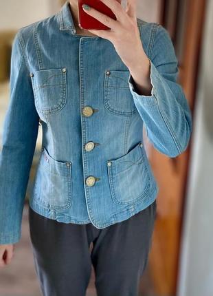 Пиджак джинсовый светлый на пуговицах1 фото