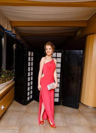 Вечернее ассиметричное платье трендового цвета от river island