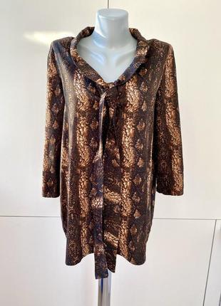 Стильная блуза  с завязкой в змеиный принт 1+1=3