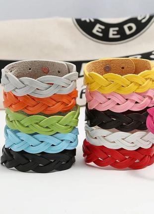 Кожаные браслеты цветные