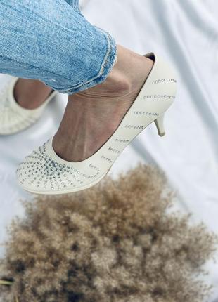 Новые туфли на свадьбу, нарядные туфли в стразах