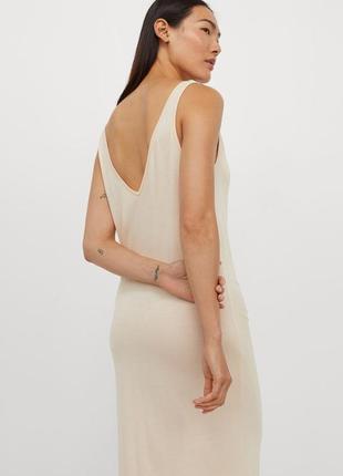 Светло-бежевое платье миди