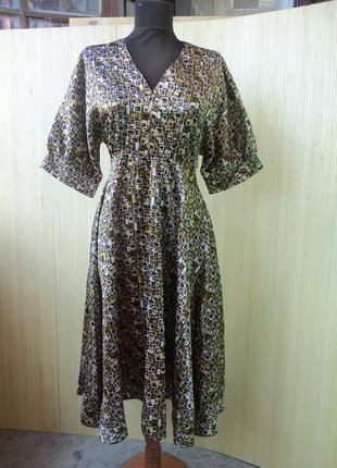 Винтажное летнее атласное платьес принтом  bershka s,m