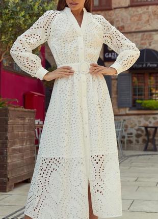 Белое хлопковое платье-миди из прошвы