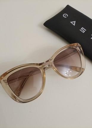 Шикарные новые очки кошки casta с дымчатыми стеклами!!!