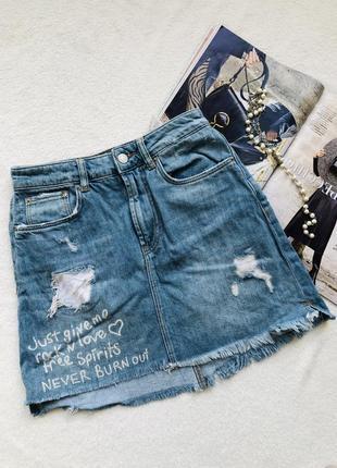 Хлопковая джинсовая мини юбка с надписью zara