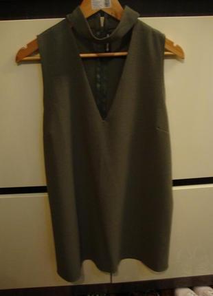 Платье с чокером prettylittlething