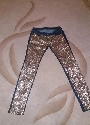 Фирменые зауженые джинсы с золотыми пайетками спереди указан xl см.замеры