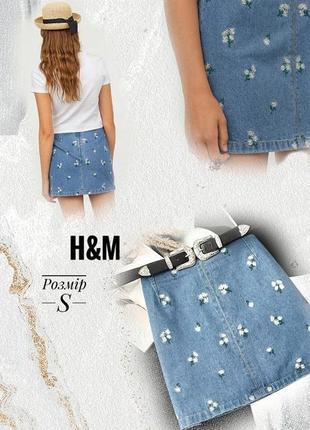 Стильная яркая джинсовая юбка с вышивкой