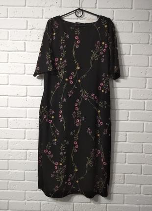 Платье прямого фасона в цветочный принт