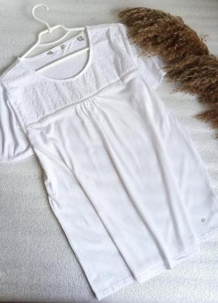 ✨надзвичайна біла ,базова блуза із перфорацією ✨
