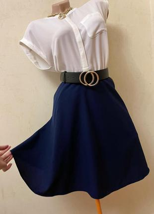 Синяя брендовая юбка с карманами