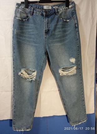 Стильные женские джинсы с дырками