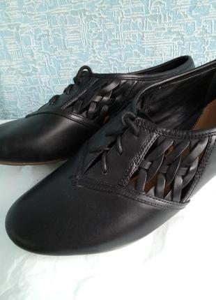 Шикарные кожаные туфли clarks стелька 27,5 см состояние новых
