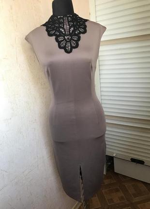 Облегающее платье с разрезом цвет мокко