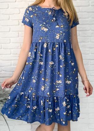Короткое платье выше колена свободного кроя, с карманами с завязкой черное, синие