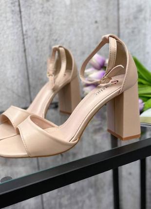 Босоножки женские  на устойчивом каблуке4 фото