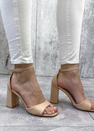 Босоножки женские  на устойчивом каблуке2 фото