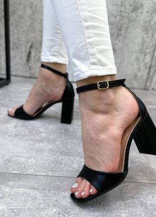 Босоножки женские  на устойчивом каблуке8 фото