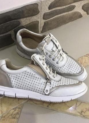 Кожаные суперские стильнячие кроссы