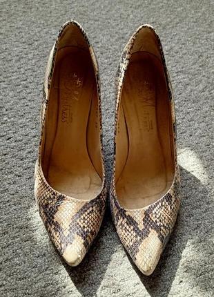 Туфли лодочки со змеиной кожи
