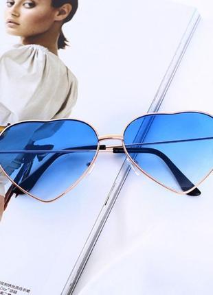 Синие, голубые солнцезащитные очки сердечки в виде сердца