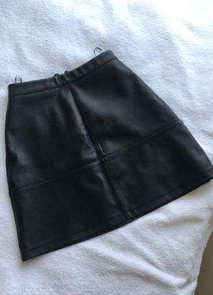 Чорна юбка / черная юбка / кожаная юбка / заменитель кожи / замінник шкіри / спідниця / розмір s - xs