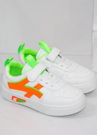 Белые модные кроссовки для девочек