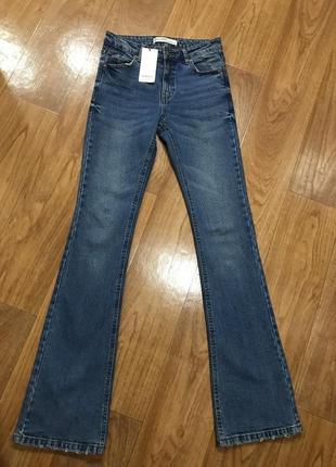 Голубые джинсы клёш высокая посадка синие клёш от колена