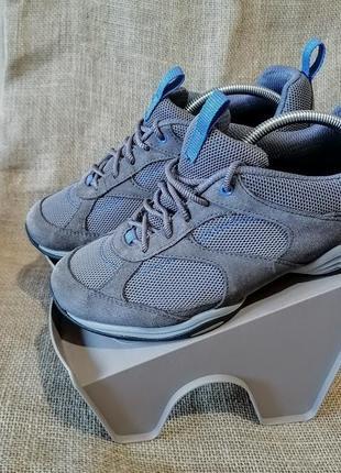 Замшевые кроссовки clarks