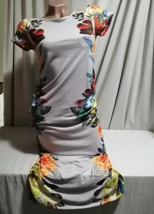 Платье миди в актуальный цветочный принт