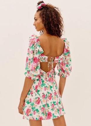 Платье в цветочный принт с открытой спиной