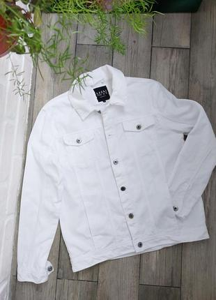Белоснежная джинсовая куртка