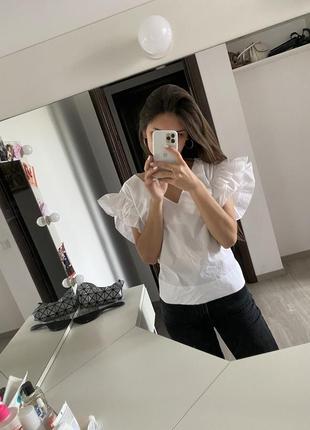 Білий топ з натуральної тканини, блуза