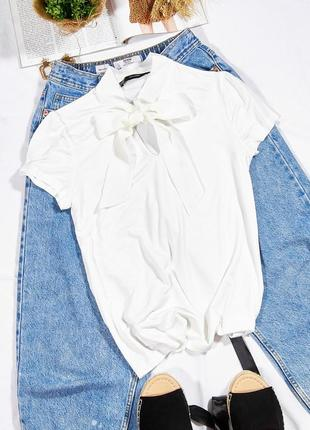 Летняя блузка белая с жабо